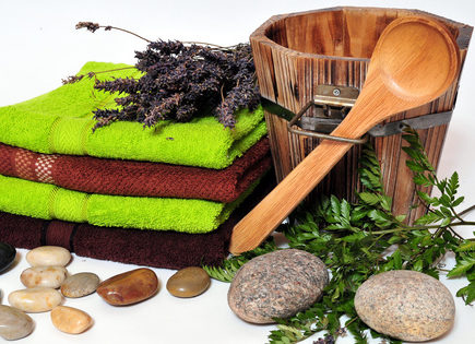 Alles für den Saunaaufguss - Eimer, Löffel, Kräuterextrakte, Handtücher