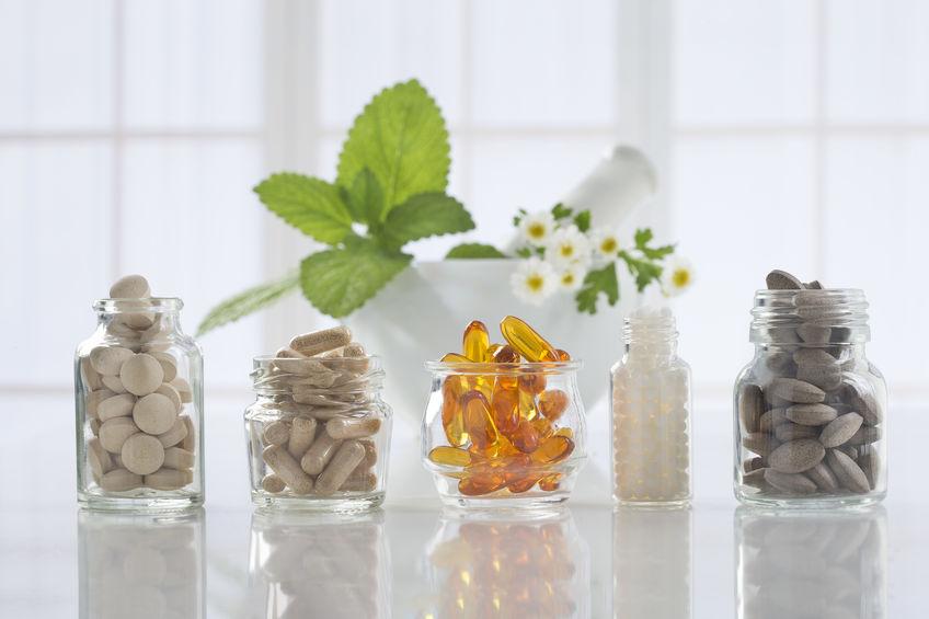 Natürliche Nahrungsergänzungsmittel in verschiedenen Kapseln